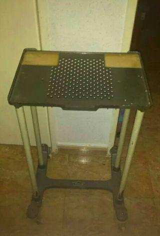 mesa máquina de escribir antigua