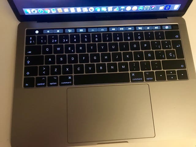 MacBook Pro 13' Retina. Touch Bar.