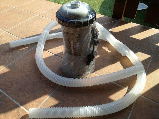 Depuradora Intex piscina.