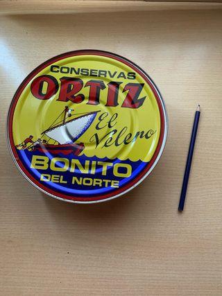 Ortiz latas Exposicion