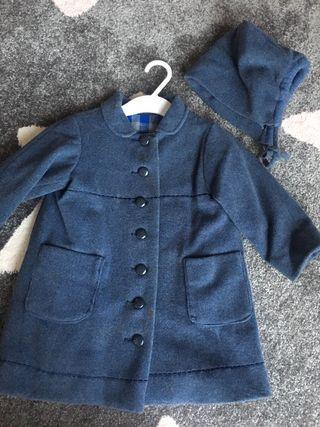 Abrigo azul más capota