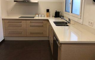 Muebles de cocina con encimera silestone