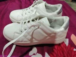 zapatillas blancas nuevas T 39