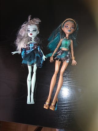 Muñeca Monster High..soporte en negro