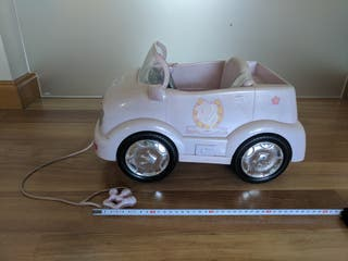 Coche Baby Born para muñecas con música y llave.