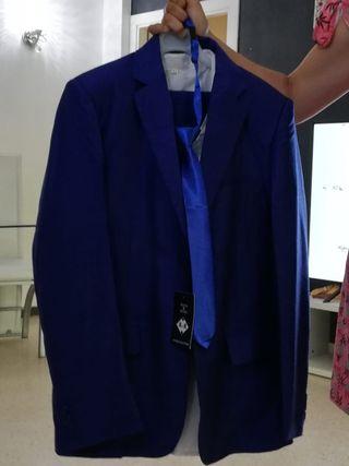 traje azul eléctrico niño