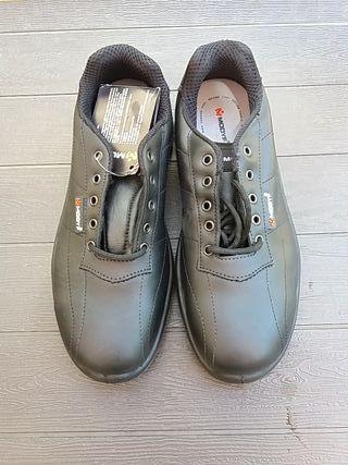 1599c2a8398 Zapatos de seguridad de segunda mano en Barcelona en WALLAPOP