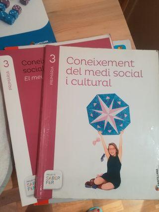 libro de texto Coneixement medi social 3 Santillan