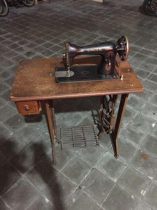 Maquina de cosir Singer Antiga.