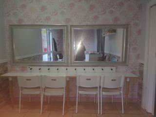 Tocador, espejos y regleta luces camerino