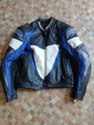 se vende chaqueta de cuero para motocicleta