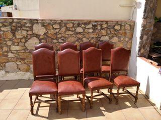 sillas de piel y madera en buen estado y cómodas