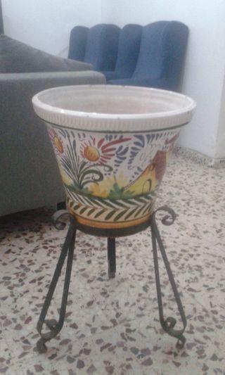 2 Maceteros grandes de cerámica