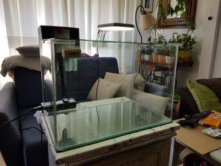 Nano acuario Blau 38L, filtro, leds y mueble