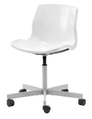 Silla blanca de escritorio u oficina