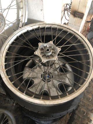 KTM / 125cc 250cc / Llanta delantera a95 aprox