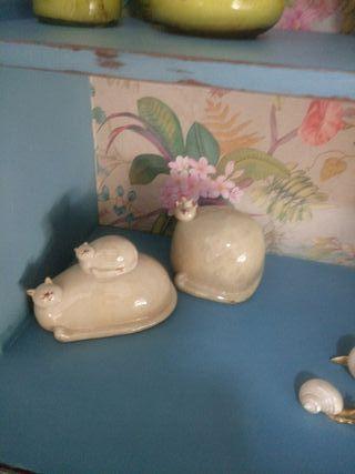 gatos de porcelana marca SiA.