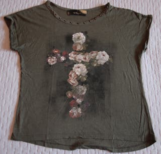 Camiseta tachuelas Stradivarius Talla S