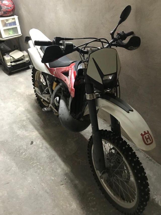 Husqvarna 250 moto enduro
