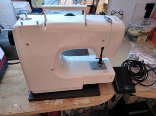 Máquina de coser LERVIA KH4000