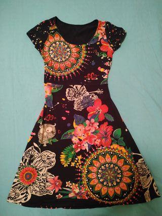 Vestido mujer de colores, estilo Desigual. Corto.