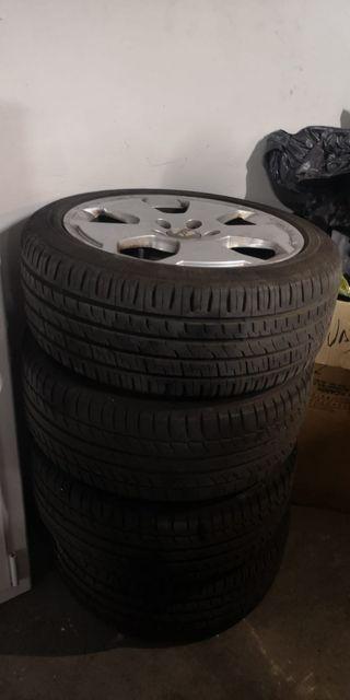 vendo 4 llantas con neumáticos audi