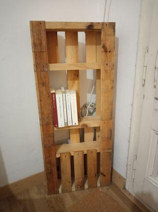 biblioteca estantería en paleta de madera