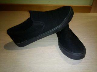 Zapatillas negras sin cordones 44 tipo vans