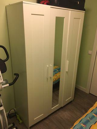 Armario BRIMNES Ikea blanco con espejo