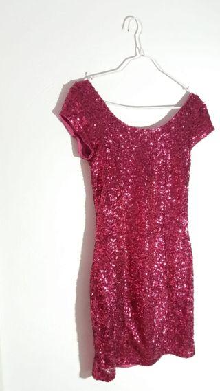 Vestido de fiesta rosa con lentejuelas