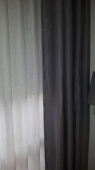 par de cortinas grises