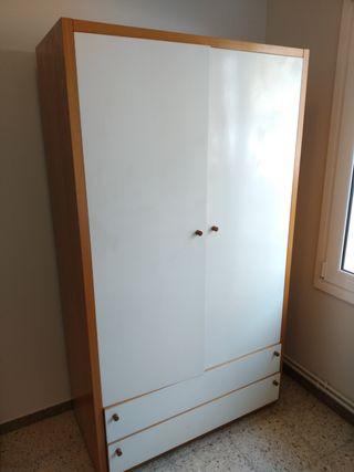 Mueble-armario de madera