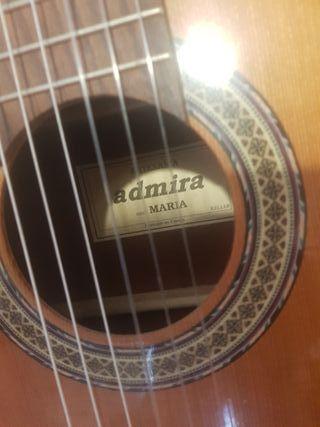 Guitarra admira Maria