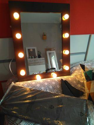 Espejo de maquillaje con luces incorporadas