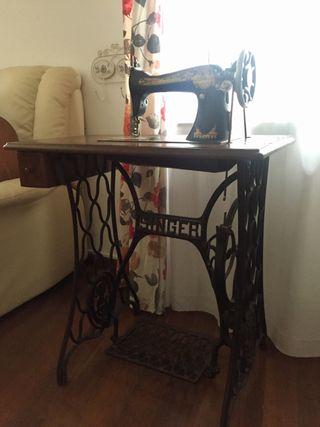 Mueble máquina de coser Singer antigua