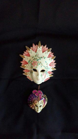 Dos máscaras venecianas