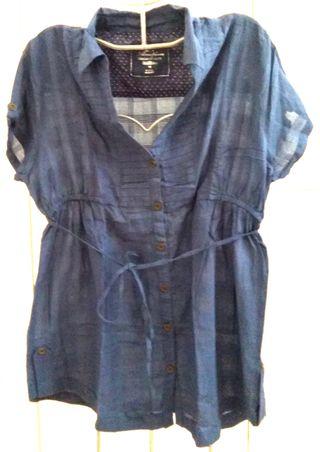 Blusa azul semitransparente