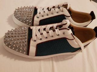 Se vende zapatos de Christian Louboutin