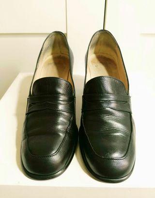 Zapato tipo mocasin tacón