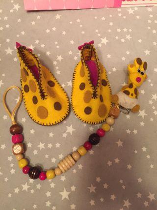 Patucos + Portachupete jirafa en fieltro
