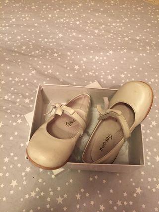 Zapatos piel blanco roto talla 25