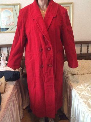 Abrigo de lana rojo