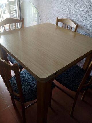 mesa d comedor extensible con 4 sillas