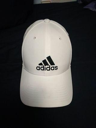 355714b17bcd Gorra Adidas blanca de segunda mano en Madrid en WALLAPOP