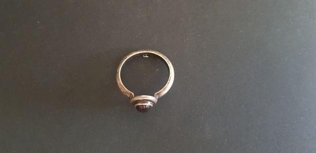 Antiguo anillo - sortija de plata con piedra morad