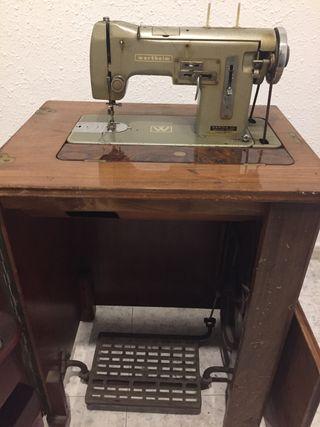 Máquina de coser con mueble marca wertheim