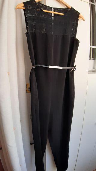 Mono ZARA. Precioso y super elegante! Color negro