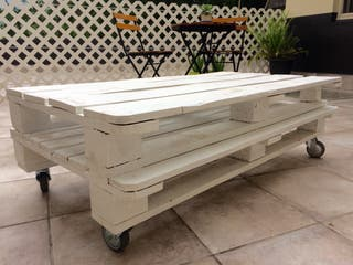 Mesa hecha con palets