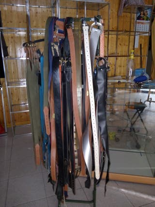 Mas de 120 cinturones variados. Expositor d regalo