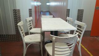 sillas y mesas de madera para hosteleria
